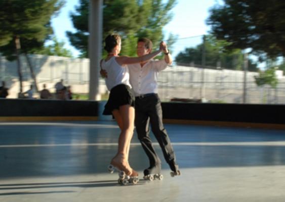 Clases de danza en patines clases de patinaje madrid for Pistas de patinaje sobre ruedas en madrid